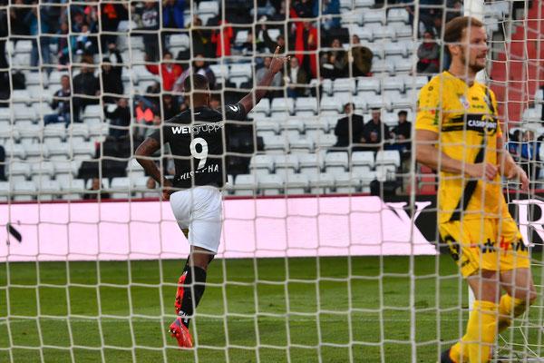 Marlon Mustapha schob den Ball aus kurzer Distanz zum zweiten Treffer der Südstädter an diesem Nachmittag ein