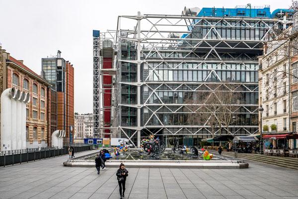 Centre Pompidou  im Vordergrund Brunnen von Tinguely