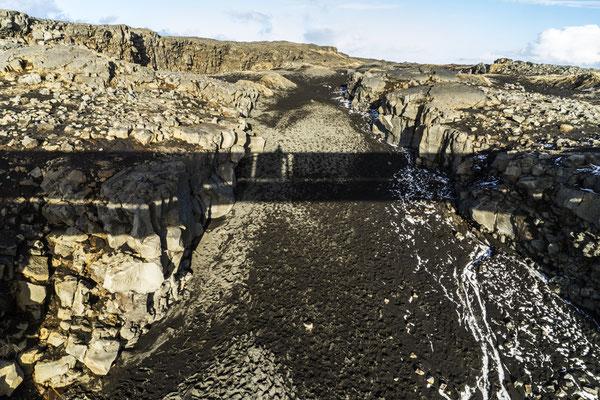 Brücke zwischen Kontinente. Links die Nordamerikanische- rechts die Eurasischeplatte