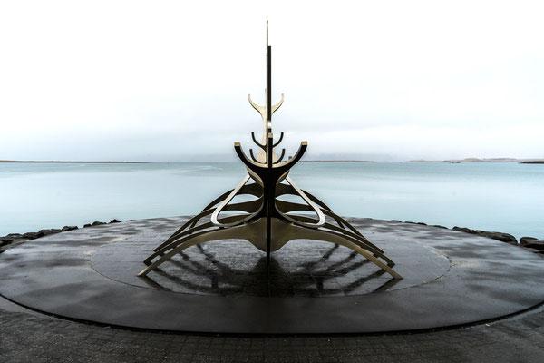 Edelstahlskulptur von Jon Gunnar Arnason