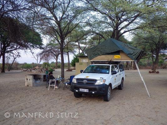 1. Übernachtung im Dachzelt auf dem Kennedy 1 Campingplatz im Hwange Nationalpark