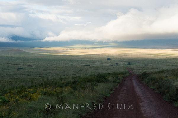 Fahrt früh morgens in den Krater. Vom Nebel in die Sonne.