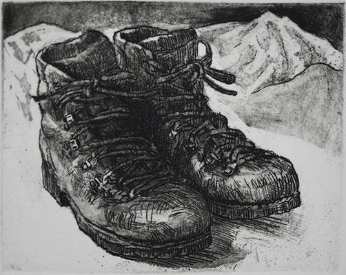 私の登山靴をエッチングで描きました。
