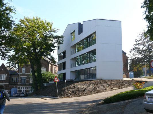 modern appartementsgebouw, bijna afgewerkt