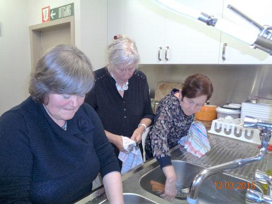 de vrijwillige afwasploeg