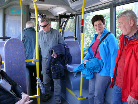 Bestorming van een lege lijnbus