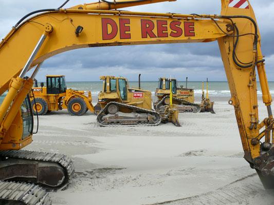 Stille getuigen van strandwerkzaamheden