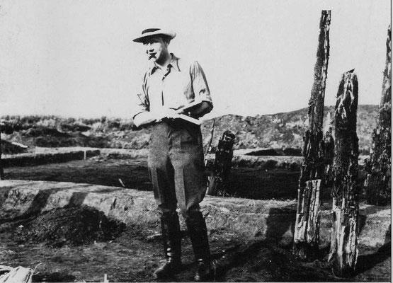 Moorfundstelle Hilferdingsen mit Herbert Bell, studentischer Grabungsleiter 1938/39