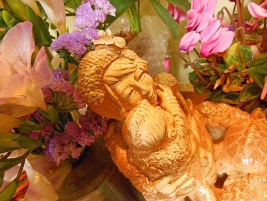 美術家立花雪 飛んでるベイビー彫塑 Yukitachibana 炎と楽園のアート