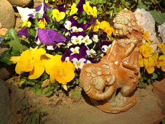 ゾウと少女  炎と楽園のアート  YukiTachibana      立花雪