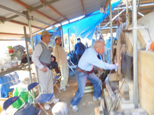 鳩山町教育町 鳩山古代再生窯 窯焚きの様子