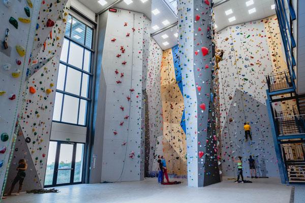 ES-Vertikal Kletterzentrum Seilklettern Innenwand