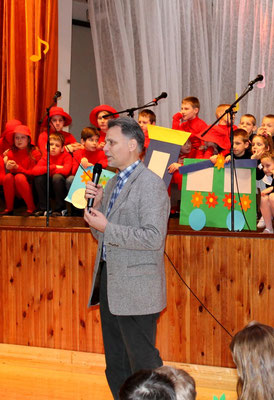 Šventės dalyvius pasveikino Jurbarko Vytauto Didžiojo pagrindinės mokyklos direktorius Viljamas Bakšys.