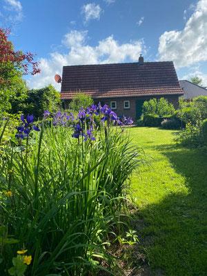 Nebengebäude und Garten