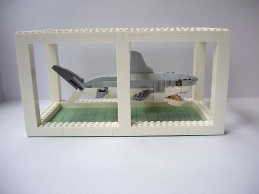 EL EGO 2020 Hommage an Hirst (Hai in Formalin, 4/weiss-grau) | Lego | 13,3x25,5x12,8cm | Edition: 7+1 | € 600,- each