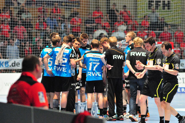 David Breuer Auszeit Christian Prokop Bundesliga Handball. Foto: Brigitte Holtgreve