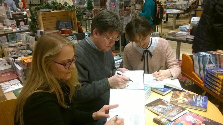 Signierstunde mit Hilde Artmeier und Rolf Stemmle bei Bücher Pustet
