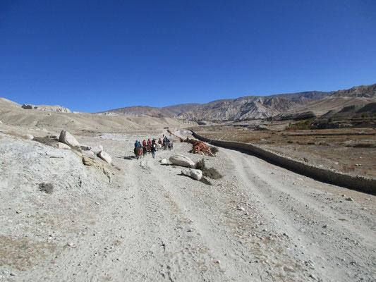 Von Lo Manthang Richtung Norden zut tibetischen Grenze