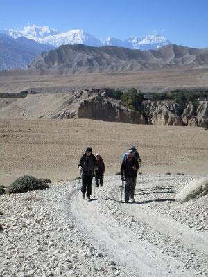 Vor dem Lo La Blickrichtung Süden mit Annapurna und Muktinath Himal