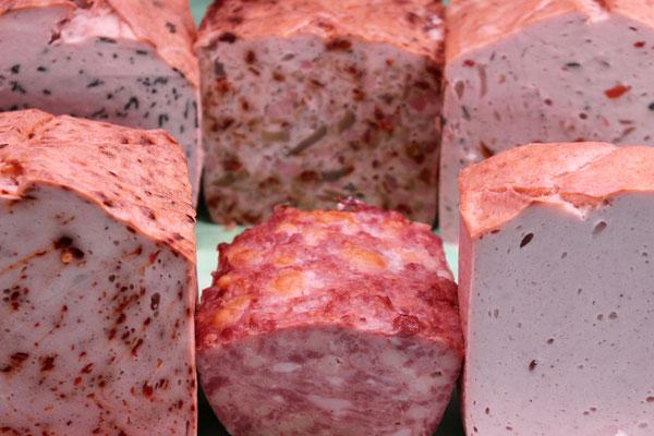 Fleischkäse (Bärlauch, Pizza, Gemüse, Peperoncini, nature) und Käsewurst