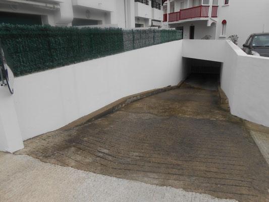 Entrée du parking en sous-sol de la résidence