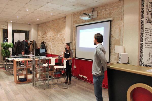 Camille et Justine en plein atelier sur la création de sites Internet