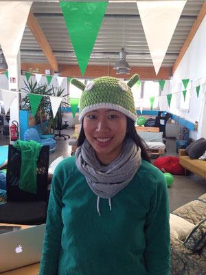 Elisabeth, de l'équipe France lors de la soirée de lancement de l'app Android et son bonnet aux couleurs de l'application !