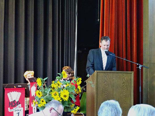 Grußwort des Bürgermeisters Thorsten Hooge.