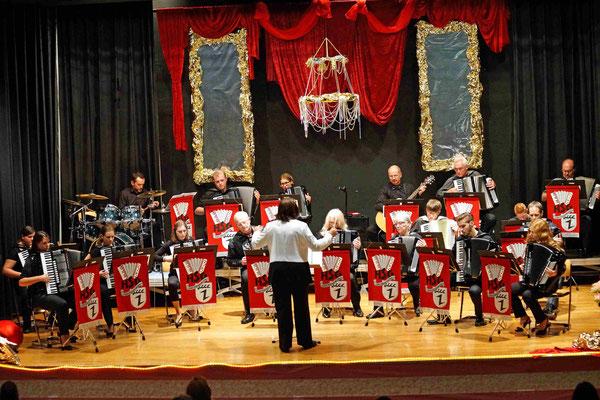 Das 1. Orchester unter Leitung von Lydia Lick