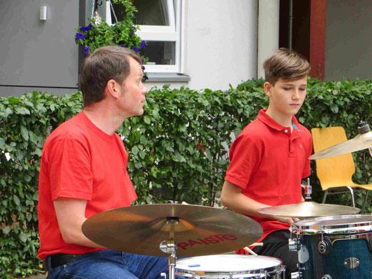 Nachwuchs am Schlagzeug