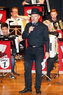1. Vorsitzender und Moderator des Abends: Richard Weiß