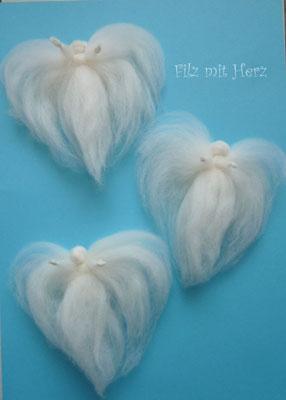 Engel aus Wolle weiß - Filz mit Herz Dekoration