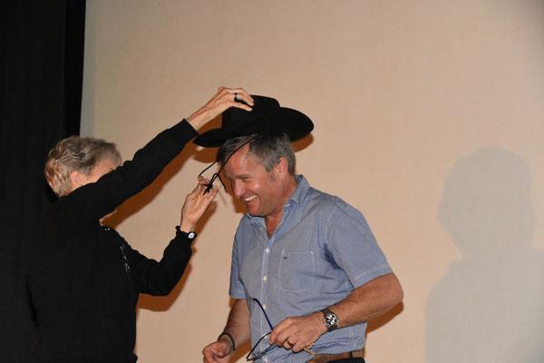 Der Cowboy Hut wird gleich aufgesetzt