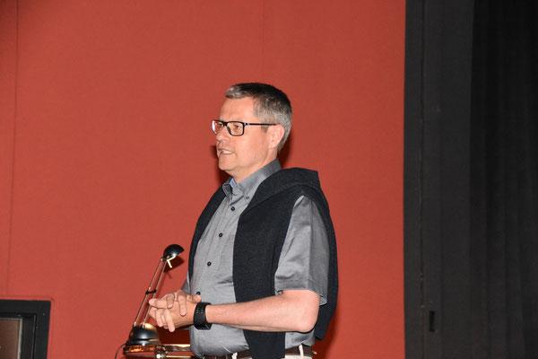 Vereinspräsident Manuel Mattmann bedankt sich für die Wahl