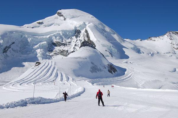 Sommerskifahren Schweiz - einfachte Besteigung 4000- er Schweiz ab Saas-Fee