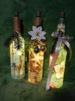 Flaschen mit Flaschenlichtern