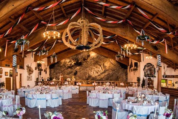Festliche Hochzeitsfeier in der Bayernhalle in Garmisch-Partenkirchen