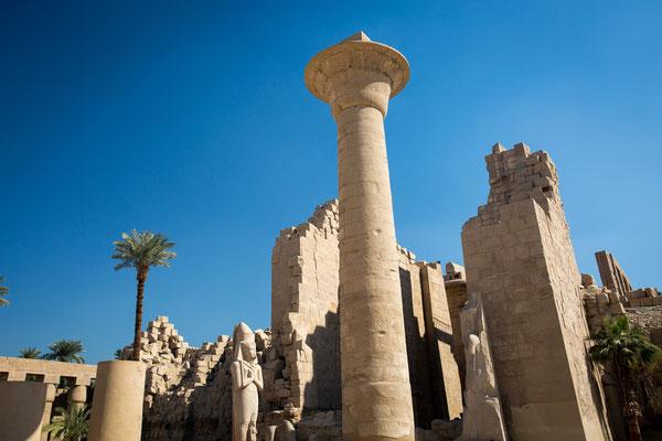 Säulen im Tempel von Karnak (Luxor)