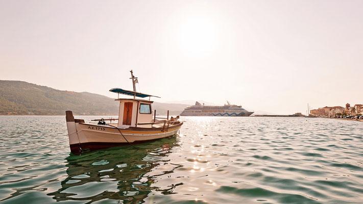 Griechenland  - Samos - Fischerboot vor AIDAaura