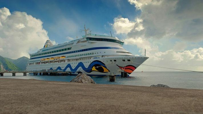Karibik - Dominica - AIDAvita an der Pier