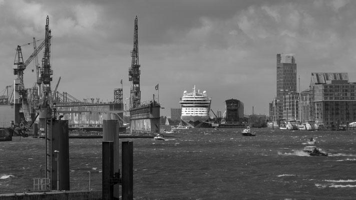 Deutschland - Hamburg - AIDA - Elbe