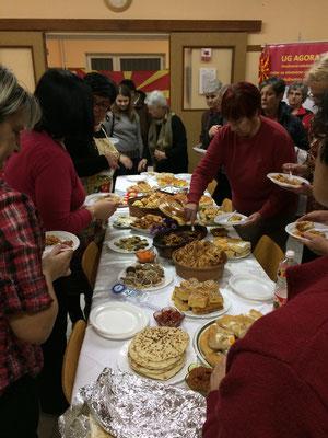 Tage der offenen Tür im Agora Anfang Dezember, an drei verschiedenen Tagen wurden drei verschiedene Länder mit ihrer Küche vorgestellt, hier: Mazedonische Küche