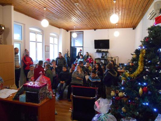"""Alle warten im Telex gespannt auf """"Djeda Mraz"""" (Weihnachtsmann)"""