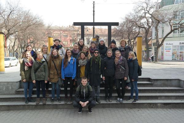 Alle Beteiligten vom Zwischenseminar auf einem Tagesausflug in der Stadt Subotica in der Nähe der ungarischen Grenze