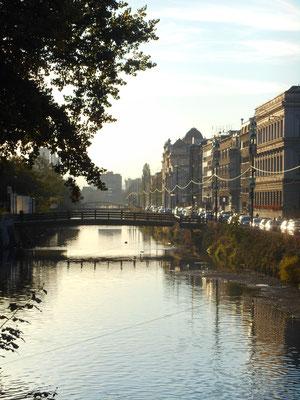 Der Fluss Miljacka fließt durch Sarajevo