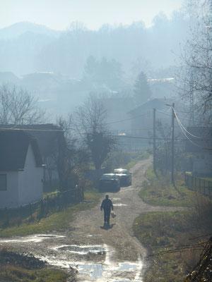 Smog über Simin Han, aufgrund der vielen Kohleöfen und Kraftwerke in Tuzla