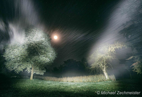 Lichtmalerei bei leichtem Nebel
