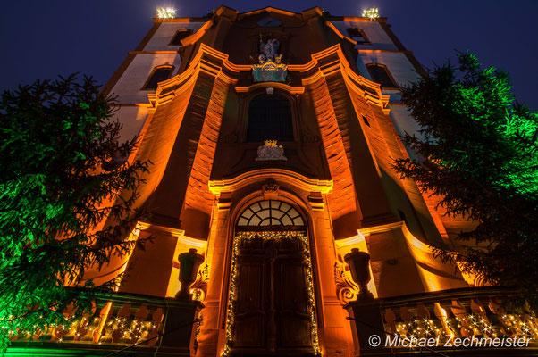 Weihnachtlich geschmückte Stadtpfarrkirche