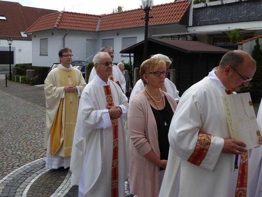 Einzug in die Basilika