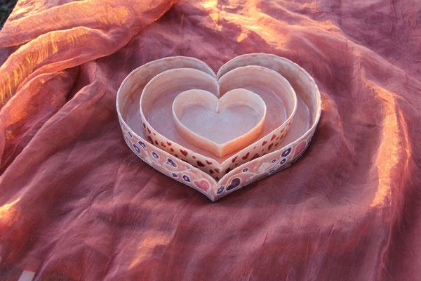 Matriochka de moules à gâteaux en forme de coeur nappés d'un émail rose poudré